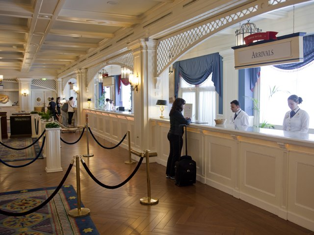 Disneyland Paris - Disney's Newport Bay Club - receptie