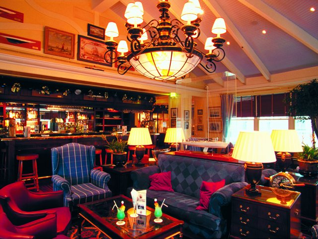 Disneyland Paris - Disney's Newport Bay Club - bar