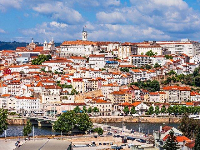 Portugal - Coimbra - overzicht met bovenaan de beroemde bibliotheek
