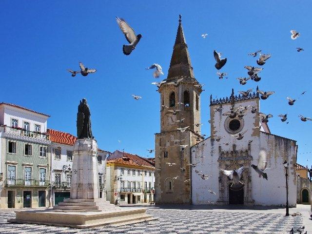 Portugal - Tomar - plein met kerk