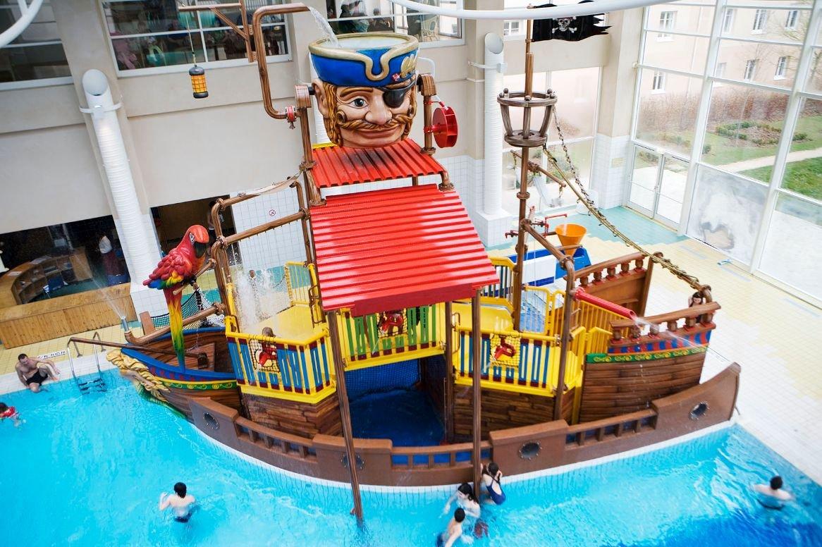 Disneyland Paris - Hotel Explorers - zwembad