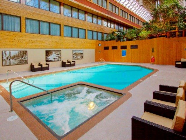 Jasper - Hotel Sawridge Inn & Conference Centre **** - zwembad