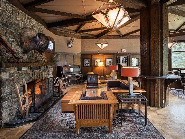 Lake Louise - Hotel Deer Lodge *** - lobby