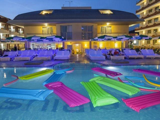 Santa Susanna - Hotel Checkin Sirius **** - zwembad