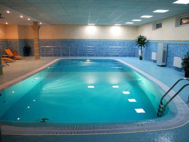 Kamyanets Podilskiy - Hotel 7 Days - zwembad