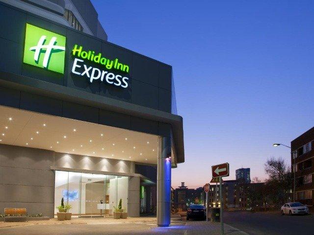 Zuid-Afrika - Pretoria - Hotel Holiday Inn Express Pretoria Sunnypark - aanzicht