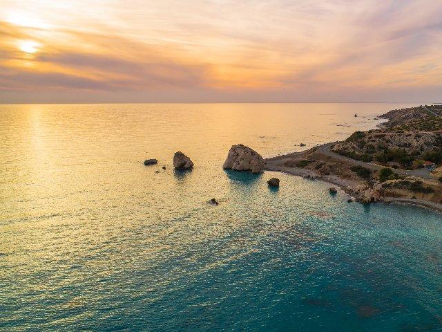 Cyprus - Petra tou Romiou rotsen