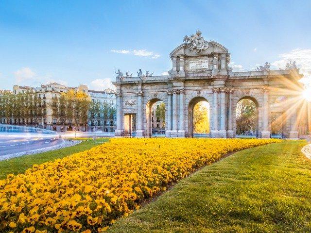Spanje - Puerta de Alcalá in Madrid