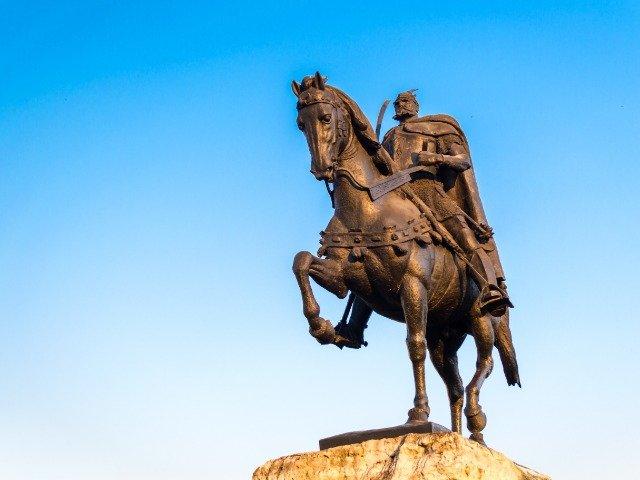 Albanië - Standbeeld Skanderbeg, een nationale held
