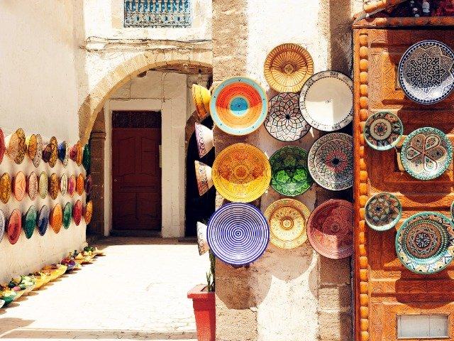 Marokko - straat met lokale souvenirs