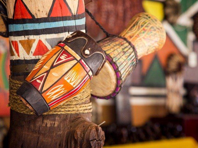 Zuid-Afrika - Traditionele houten instrumenten