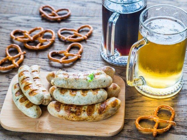 Duitse bratwurst en bier