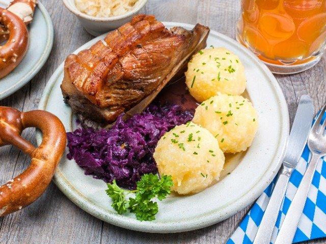 Oostenrijkse schweinebraten en knödel