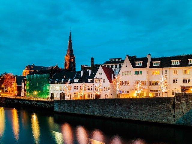 Nederland - Maastricht aan rivier de Maas