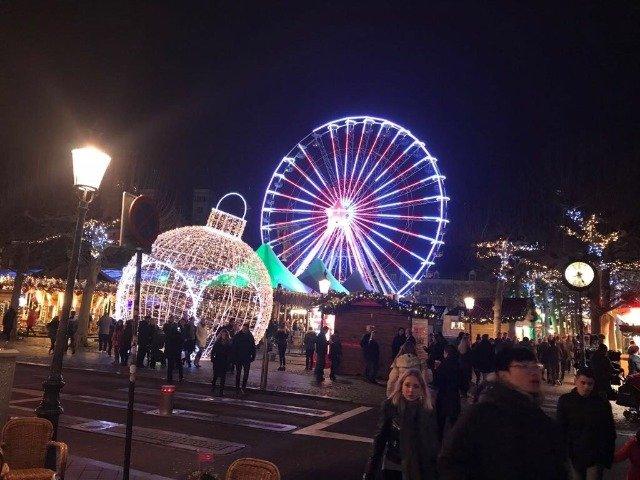 Nederland - Kerstmarkt op het Vrijthof in Maastricht