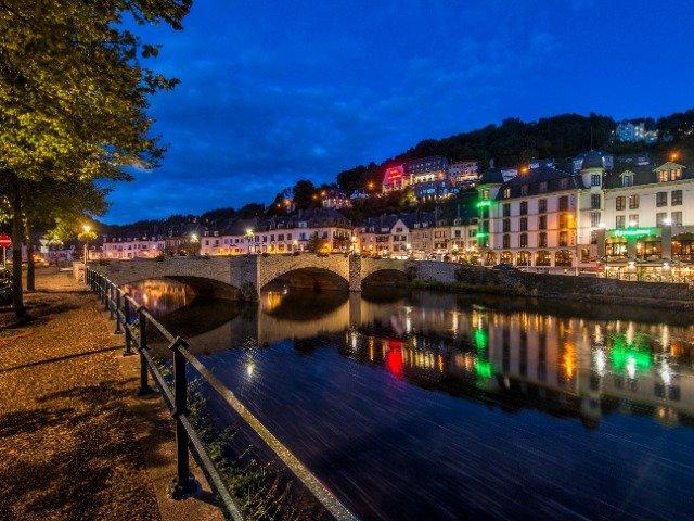 België - Bouillon met uitzicht op Hotel de la Poste