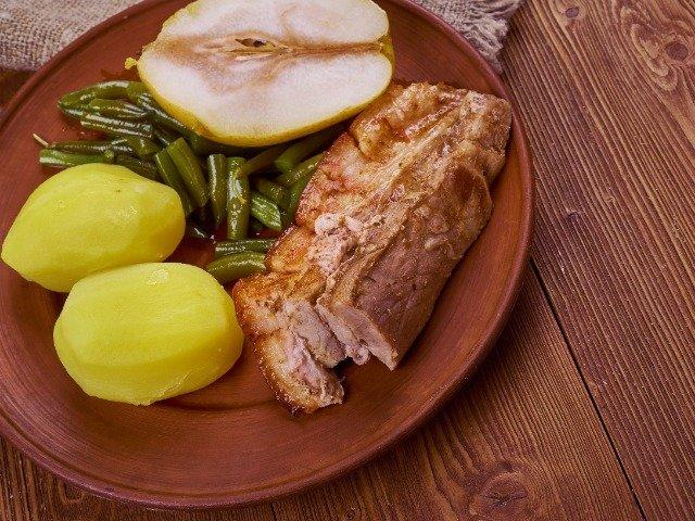 Duitsland - Populair gerecht in Mecklenburg; peer, bonen en spek