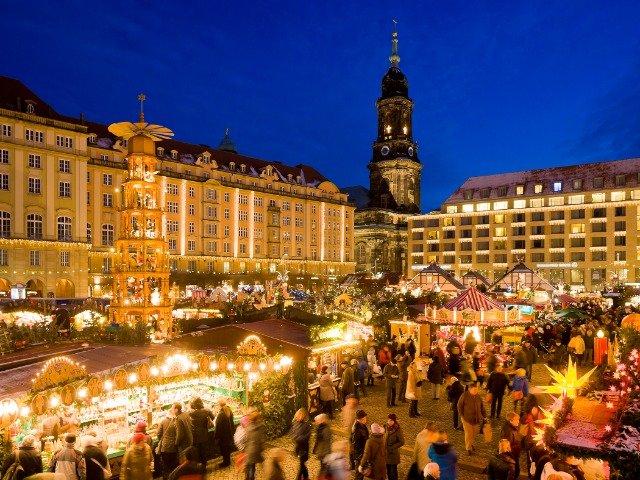 Duitsland - Kerstmarkt op de Striezelmarkt in Dresden