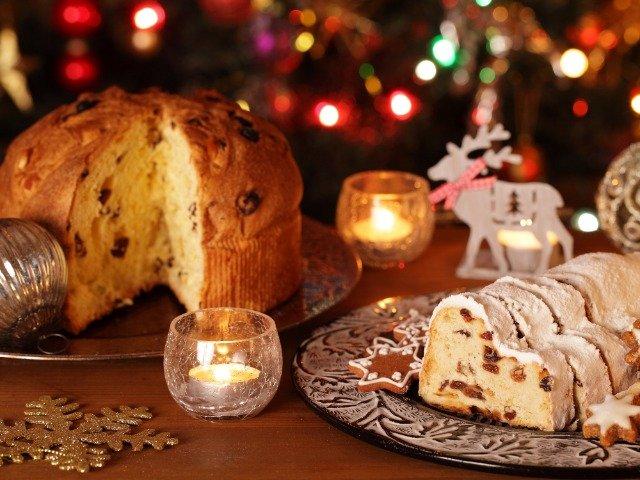 Italiaanse panettonne en kerststol