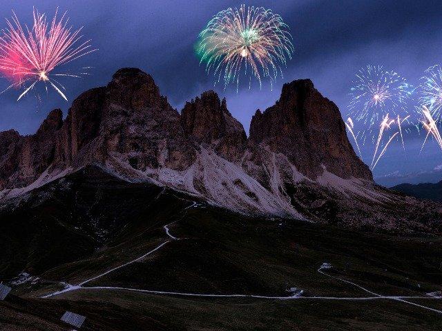 Italië - Vuurwerk boven de Dolomieten