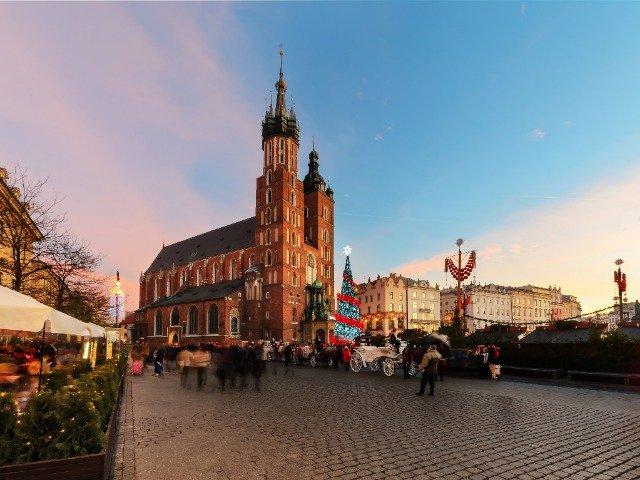 Polen- Kerstmarkt op de grote markt, Rynek Glówny