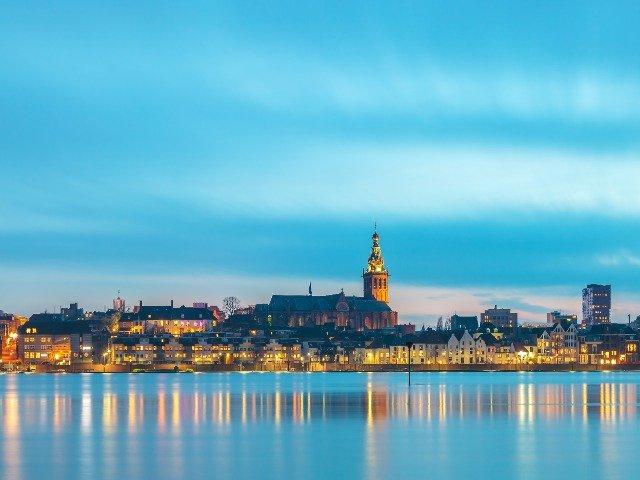 Nederland - Nijmegen vanaf het water
