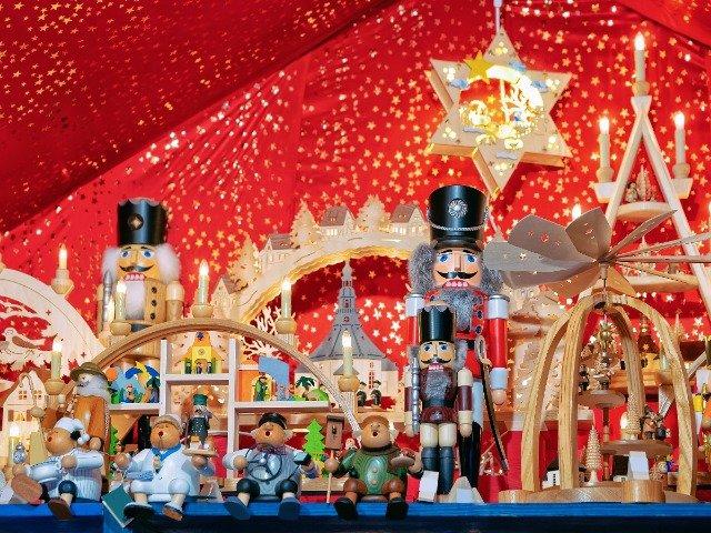 Houten speelgoed op de kerstmarkt