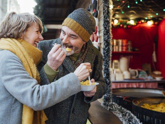 Eten op de kerstmarkt