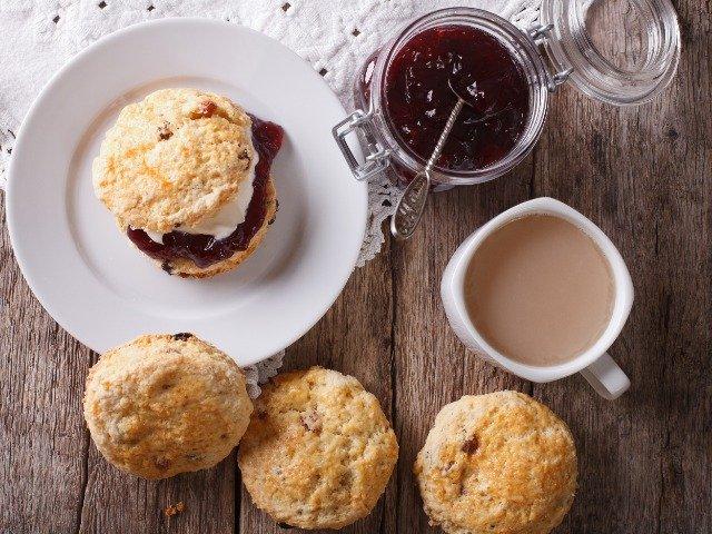 Engelse scones met jam