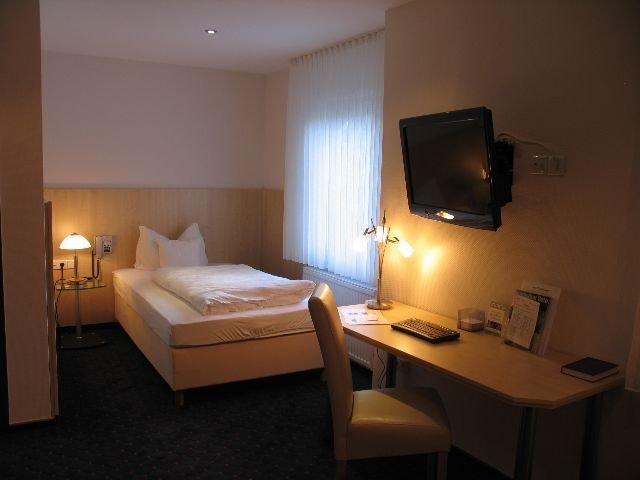 Duitsland - Wermelskirchen - Hotel Zum Schwanen - kamer