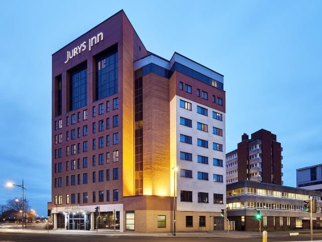 Swindon - Jurys Inn - vooraanzicht
