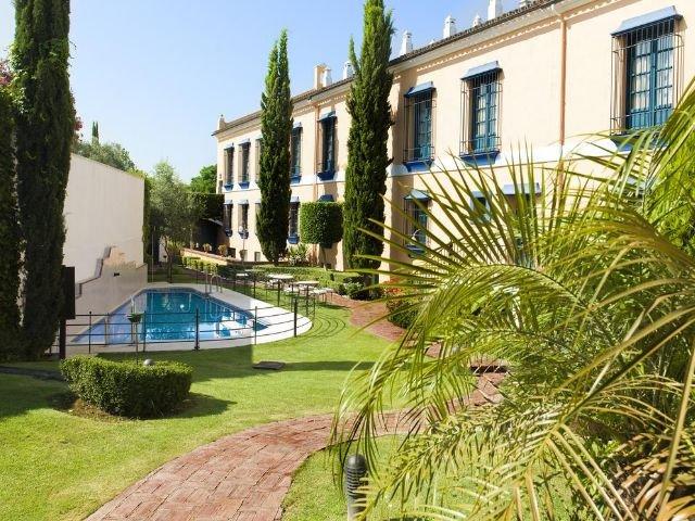 Sevilla - YIT Vereda Real - zwembad