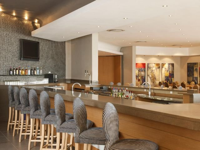 holiday inn express pretoria sunnypark - bar