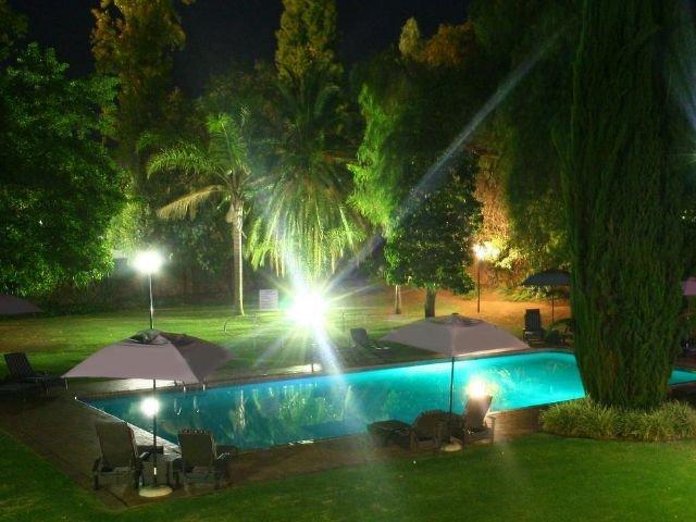 oudtshoorn inn hotel - zwembad