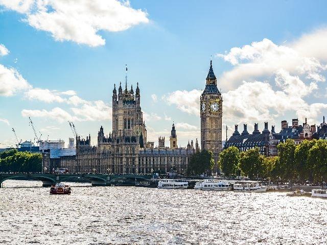Groo-Brittannië - Londen - Parlementsgebouw Big Ben en Westminster brug over de Thames