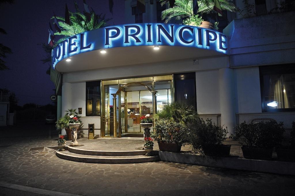 Pomezia - Hotel Principe *** - hotelaanzicht