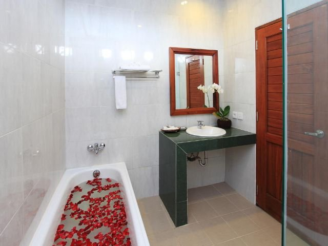 bhuwana ubud hotel - badkamer