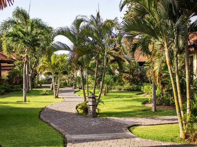 adi assri beach resorts and spa - tuin