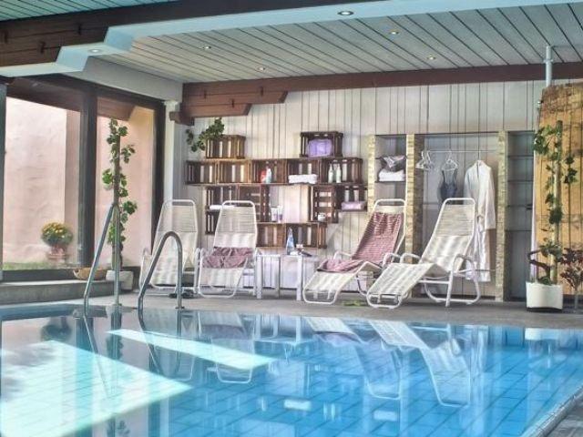 Bad Mergentheim - Hotel Weinstube Lochner ***+ - zwembad