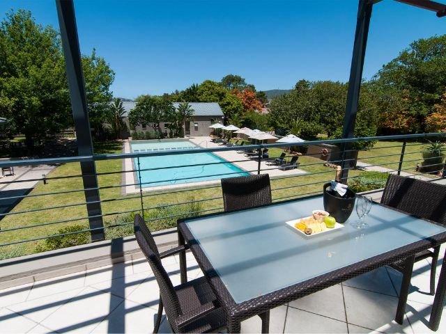 premier resort the moorings - zwembad