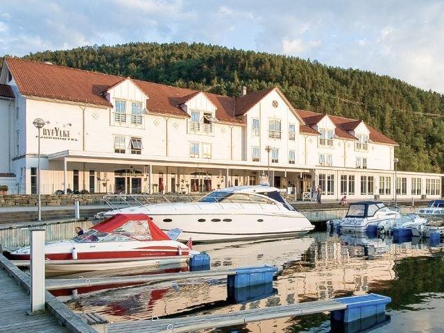Noorwegen - Ryfylke - Ryfylke Fjord hotel - haven en exterieur