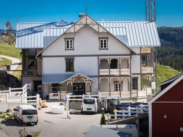 Noorwegen - Aseral - Eikerapen Gjestegard - exterieur