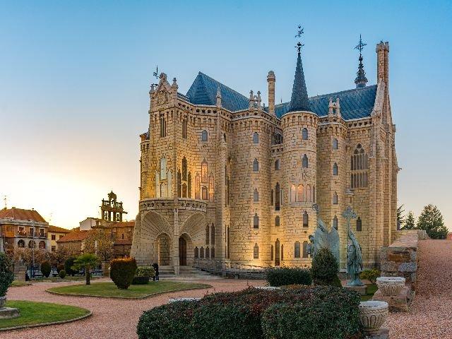 Spanje -  Astorgo - Episcopaals Paleis