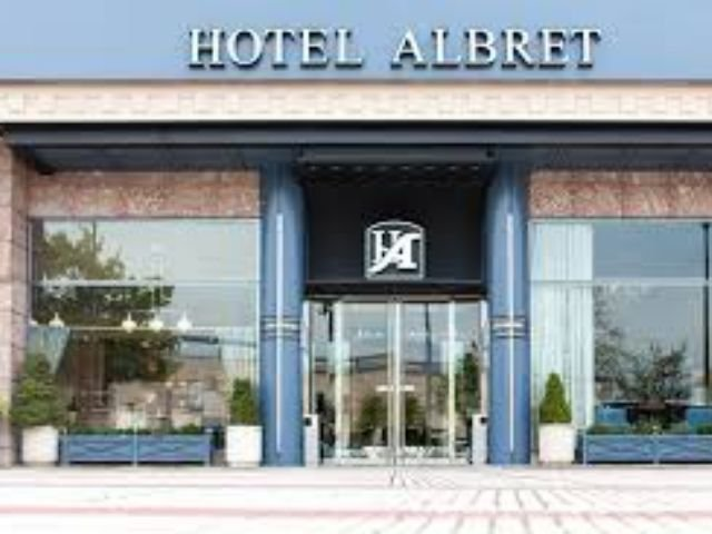 Spanje - Pamploa - Hotel Albret - exterieur