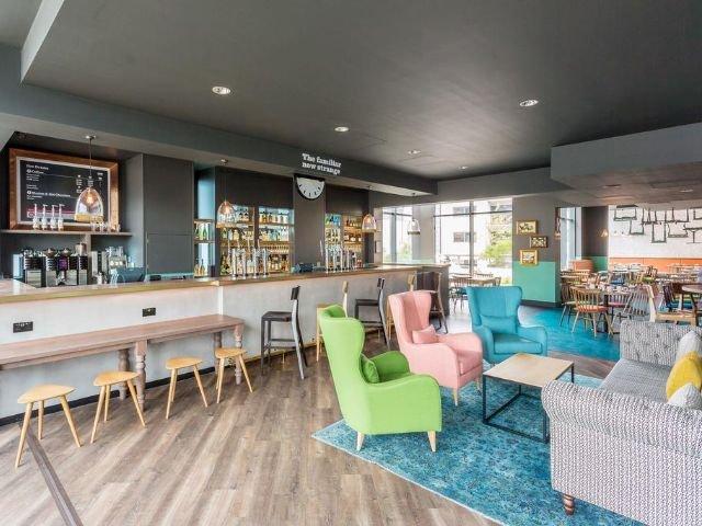 engeland - jurys inn brighton - lobby