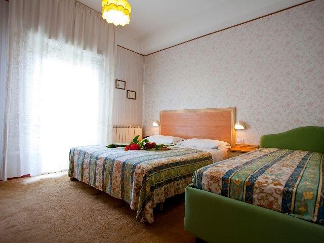 Rimini - Hotel Rondinella e Viola *** - voorbeeldkamer
