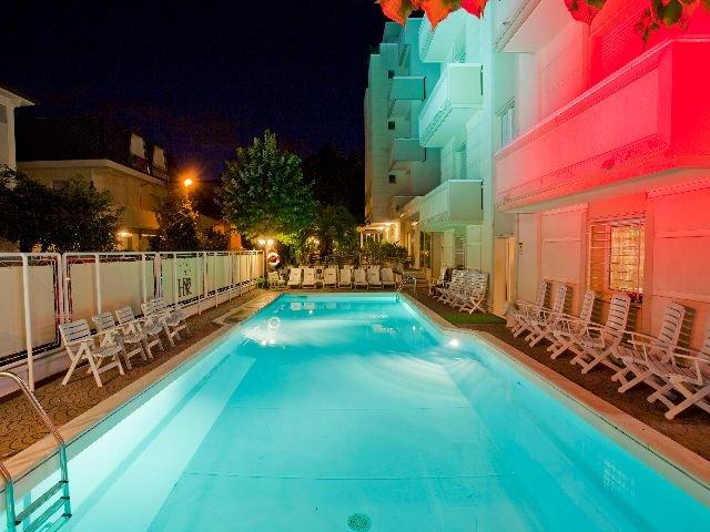 Rimini - Hotel Rondinella e Viola *** - zwembad