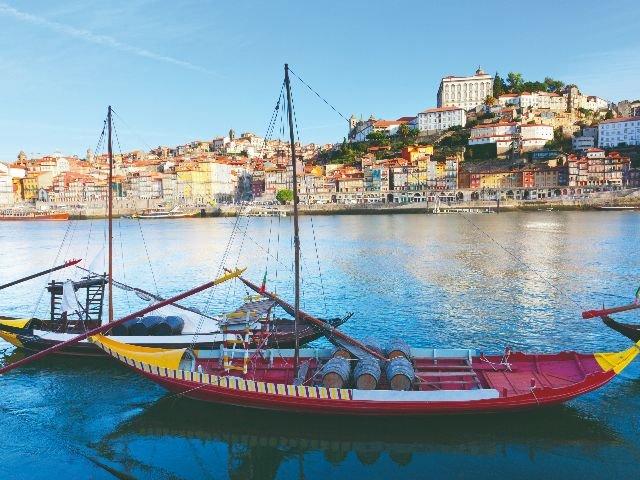 Portugal - Porto - Typische portboot op de Douro