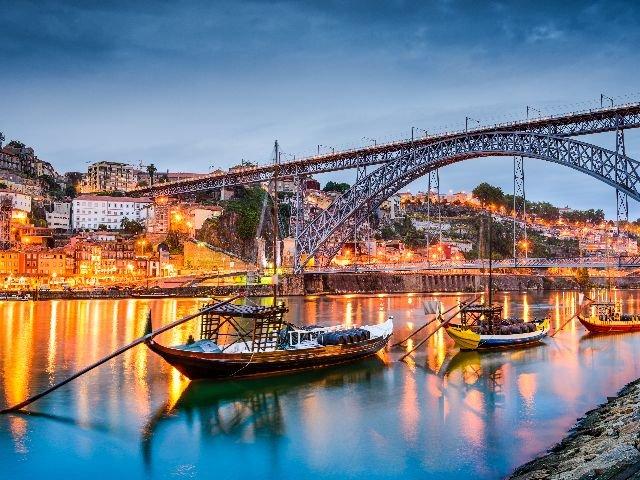 Portugal - Porto - Luis 1 Brug over de Doure bij zonsondergang
