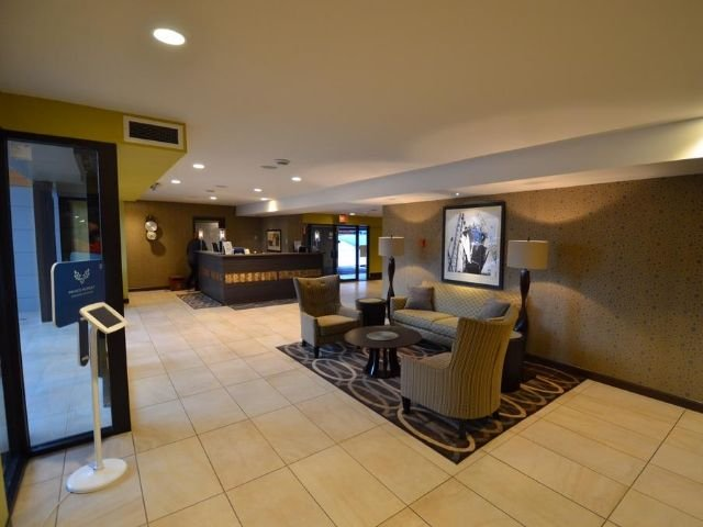The Pacific Inn - lobby
